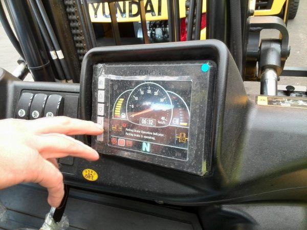 Šakinis krautuvas Hyundai 50DA-9 ekranas