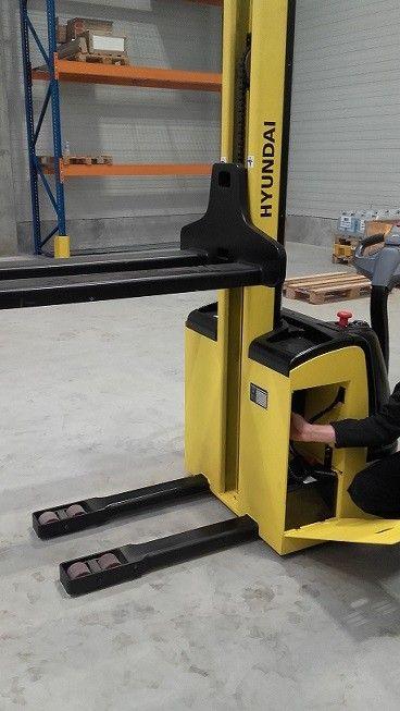 Aukšto kėlimos palečių vežimėlis Hyundai 12ESN su baterija
