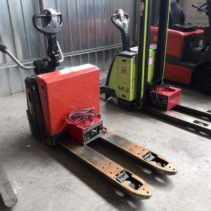 Elektrinis palečių vežimėlisBT LPE200-8
