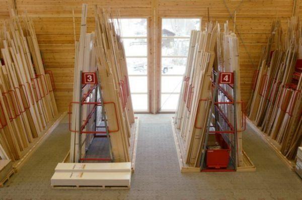 Stelažai medienai vertikalus sandėliavimas
